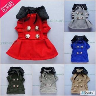 Пальто красное с накидкой из меха для собачки