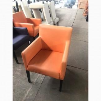 Продам б/у стильное оранжевое кресло для кафе, ресторанов, баров