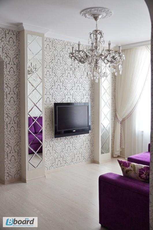 Декор в гостиной с зеркалами