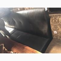 Черный диван б/у для кафе баров ресторанов по сниженной цене