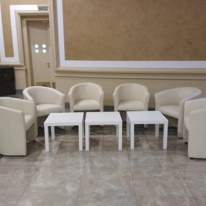 Фото 3. Аренда белых кожанных кресел для конференций