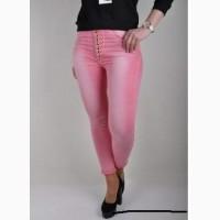 Укороченые модные стильные джинсы.розовые