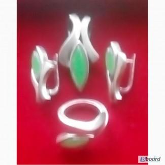 Комплект украшений с зеленым ониксом