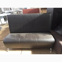 Продам черные диваны б/у в хорошем состоянии для кафе, бара, ресторана