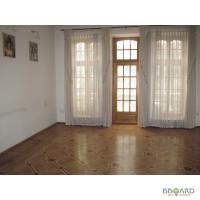 4 комнатная квартира в добротном старом доме возле моря в Одессе.