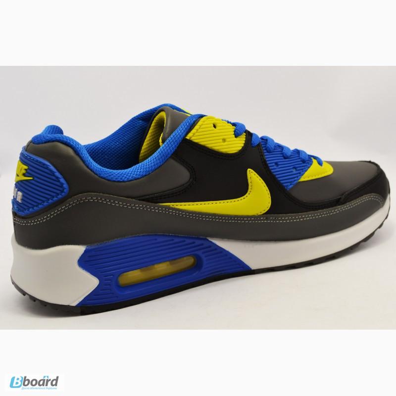 Спортивные модные кроссовки