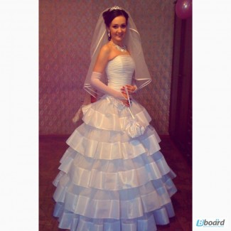 Сдам в аренду шикарное свадебное платье с дополнительными аксессуарами