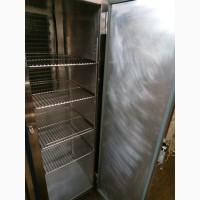Холодильный шкаф б/у в металлическом корпусе