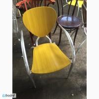 Продам желтые деревянные стулья бу для кафе