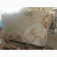 Мрамор отлично сочетается с деревом, металлом, керамикой и другими материалами