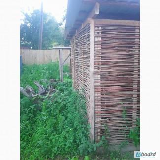 Плетеный забор из лозы в рамке