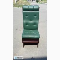 Продам мягкие стулья из кожзама бу