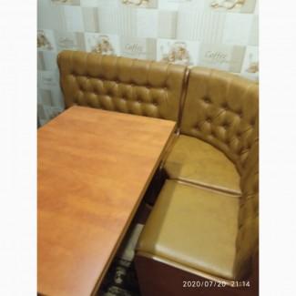 Продам кухонный уголок+стол раскладной+2табуретки