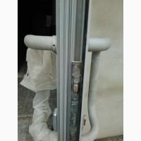 Регулировка и замена и продажа фурнитуры в алюминиевых дверях (петли, замки, доводчики