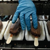 Работа на фабрике мороженого в Польше. Упаковка продукции