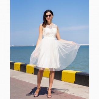 Нарядные коктейльные платья молочного и мятного цвета