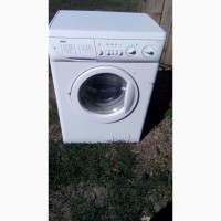 Продам стиральную машинку на запчасти машинка не работает только надо поменять плату