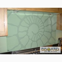 Фартуки для кухонь из стекла на рабочую стену