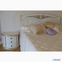Надёжная кровать двуспальная из массива ценных пород дерева