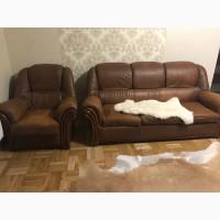 Кожаный диван и 2 кресла