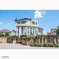 Действующая гостинница построена в замковом стиле на 19 номеров