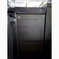 Продам профессиональный б/у холодильный шкаф для столовой