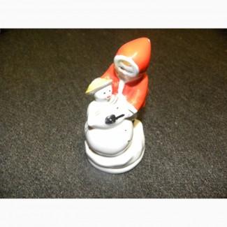 Фарфоровая статуэтка Ребенок со снеговиком