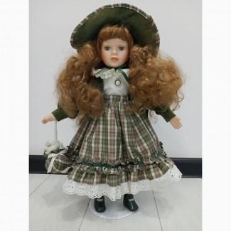 Продам. Коллекционную фарфоровую куклу.Англия